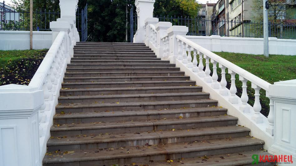 """Лестница в парке """"Черное озеро"""""""