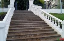 """Лестница в парке \""""Черное озеро\"""""""