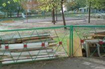 В Кирове во дворе во время прогулки умер 12-летний мальчик