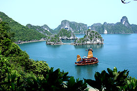 280px-Asia_Cruise_Junk_in_Halong_bay