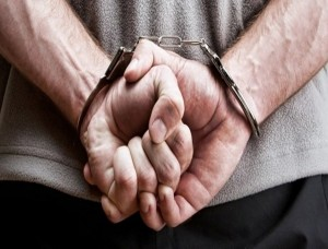 в наручниках, кража