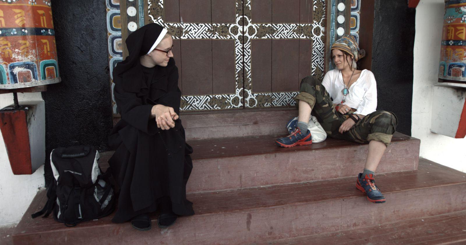 Смотреть монашка на улице 6 фотография
