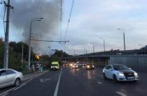 Рядом с Танковым кольцом в Казани горит частный дом