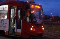 Женщина попала под трамвай в Казани