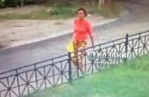 Полиция установила личность женщины, которая оставила новорожденную на улице