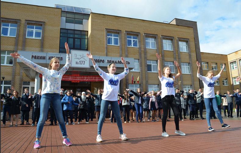 В Казани испекли большой торт и станцевали в поддержку города в голосовании ЦБ