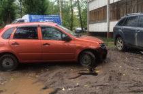 В Казани очевидцы засняли неадекватного водителя виляющего на дороге