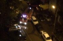 В Казани из-за припаркованных авто пожарная не могла проехать