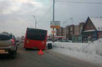 В Казани у пассажирского автобуса на ходу отлетело колесо (Фото)