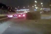 ВИДЕО: В Казани «Нива» наехала на сугроб и перевернулась, задев иномарку