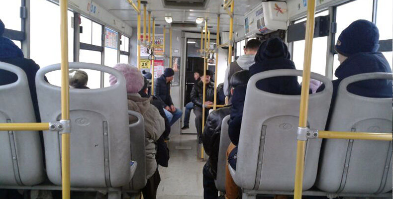 В Казани женщина при падении в автобусе получила перелом плеча