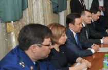 Халиков на встрече с обманутыми вкладчиками не порадовал людей
