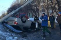 В Башкирии Toyota столкнулась с Kia, снесла столб и перевернулась