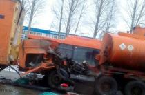 В Челнах водитель бензовоза погиб в столкновении с фурой