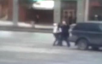 Два водителя подрались в Уфе, одного увезли на «скорой»