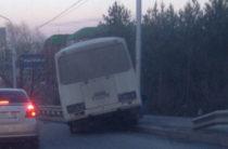 В Уфе автобус с пассажирами влетел в отбойник