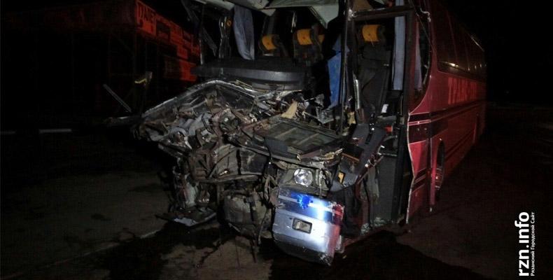 В Рязанской области автобус столкнулся с фурой