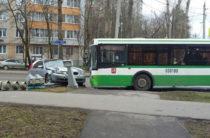В Москве столкнулись автобус и BMW, есть пострадавшие