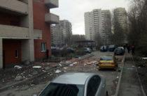 В Санкт-Петербурге в жилом доме обрушилась часть стены (Видео)