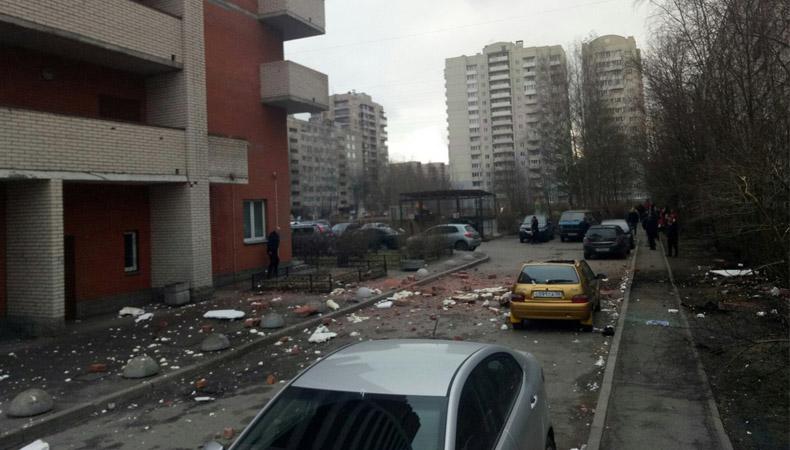 обрушилась стена дома в санкт-петербурге
