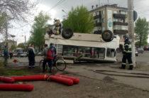 В Кургане перевернулся пассажирский автобус, пострадали четыре человека (Фото)