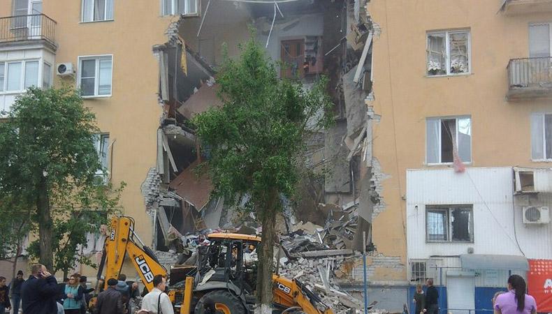 В Волгограде из-за взрыва газа обрушился подъезд жилого дома