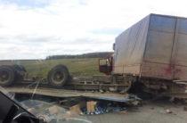 На трассе в Башкирии перевернулся прицеп фуры груженой сгущенкой
