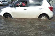 В Казани затопило проезжую часть на проспекте Победы