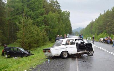 В Башкирии ВАЗ на «встречке» влетел в «Рено», водитель погиб