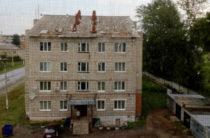 В Нурлате сильный ветер повредил крыши нескольких домов