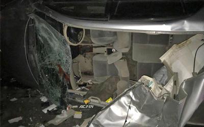 «Тойоте» оторвало крышу после столкновения сЛЭП вНовосибирске