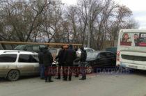 В Уфе «Мерседес» с отказавшими тормозами врезался в два автомобиля и автобус