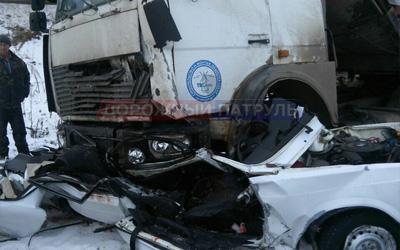 Смертельное ДТП вБашкирии: грузовой автомобиль врезался в«семёрку»