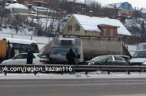 Бензовоз, Maybach, Audi и другие: Массовое ДТП в Казани
