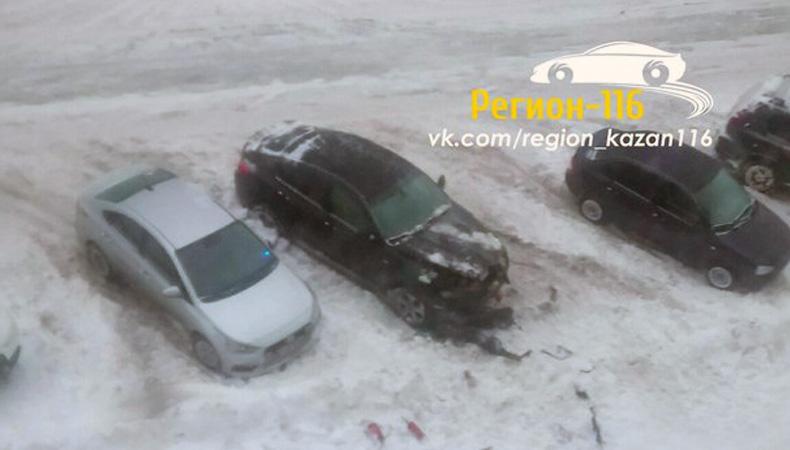 В Казани подожгли «БМВ Х6»