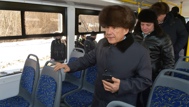 Минниханов в троллейбусе