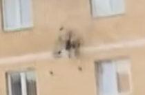 Сбился с курса. Беспилотник с посылкой «Почты России» разбился о стену дома