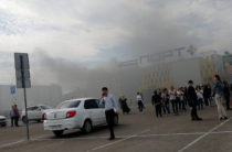 В Казани горит ТЦ «Порт». Площадь пожара возросла до 200 кв.м.