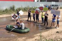 В поселке Левченко жители провели акцию против плохих дорог