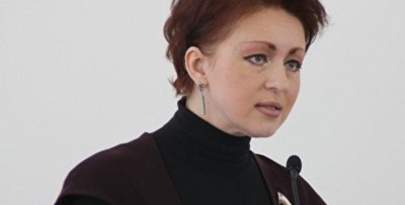 Саратовский министр заявила, что можно прожить на 3,5 тысячи рублей и была уволена