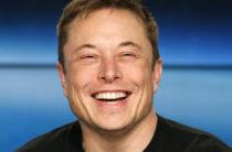 «Идиот». Илон Маск на русском языке прокомментировал пост экс-министра США в Твиттере
