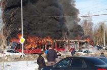 В Казани полностью сгорел трамвай, пассажиры успели выскочить