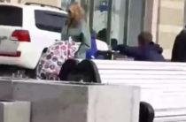 По пешеходной улице Петербургская в Казани катаются внедорожники (Видео)