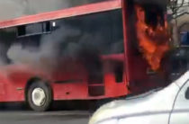 ВИДЕО: На Ямашева в Казани горит автобус