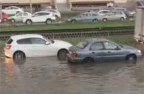 После сильного дождя часть улиц Казани опять затопило