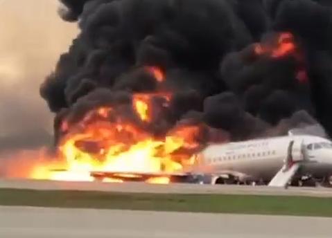 В Шереметьево при посадке загорелся самолет SSJ-100