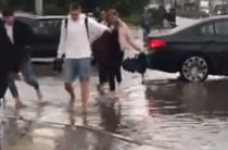 Сильный дождь с градом обрушился на Казань
