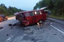 Под Воронежем 8 человек погибли при столкновении легковушки и микроавтобуса