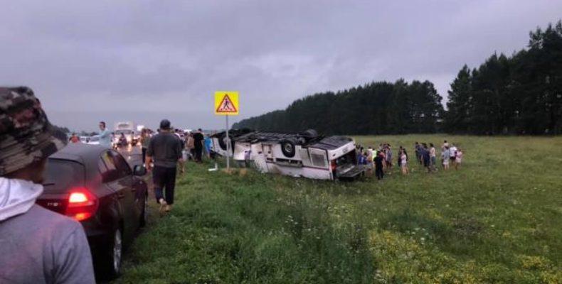В Башкирии опрокинулся автобус из Татарстана с 39 пассажирами, есть погибшие