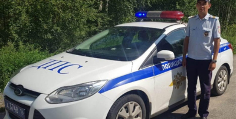 В Татарстане инспекторы ГИБДД помогли рожающей автоледи добраться до роддома